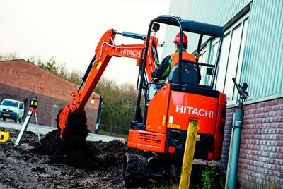 Noleggio mini escavatore marca Hitachi
